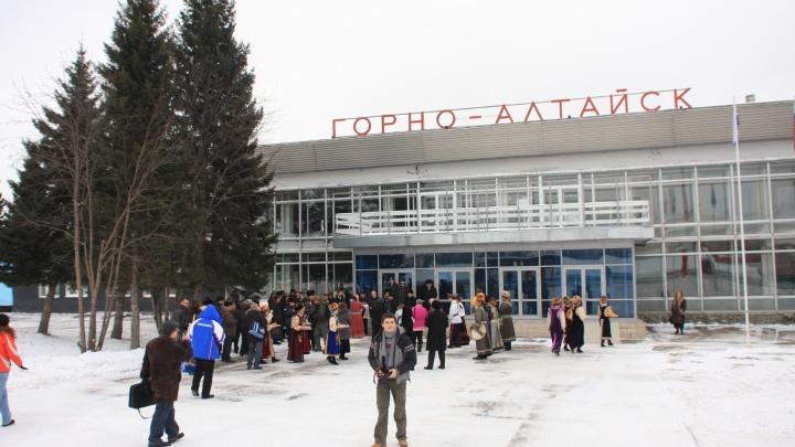 Дорого летать: авиакомпания объяснила отмену рейсов в Горный Алтай ценой обслуживания в аэропорту