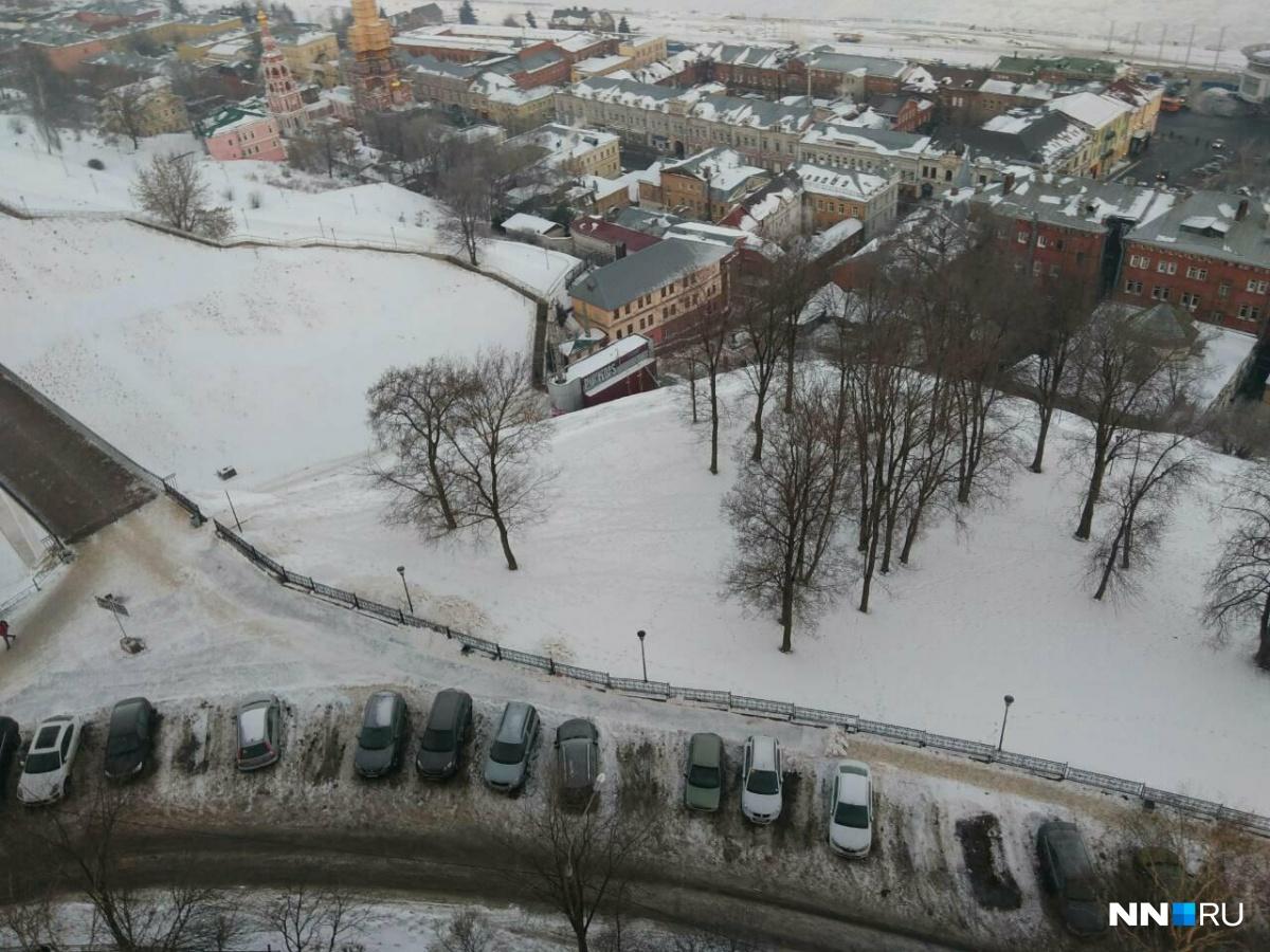 "7f188c95bb897a995c364e4dd602ea3d63c05e10_1200 ""Навальный"" помог нижегородцам очистить тротуар от снега - Zercalo.org"