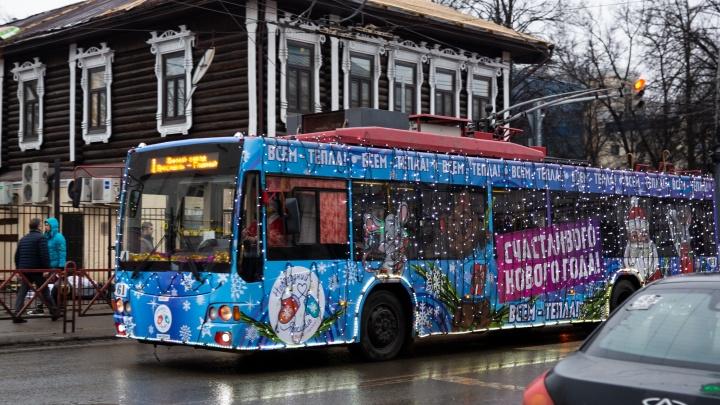 Как будет ездить общественный транспорт в новогоднюю ночь: расписание