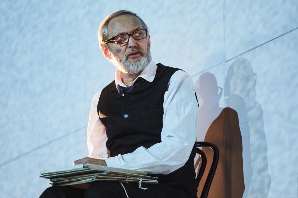 Лаврентий Сорокин и сам выйдет на сцену сегодня — он играет в спектакле «Русский роман» о семейной драме Льва Толстого и его жены Софьи