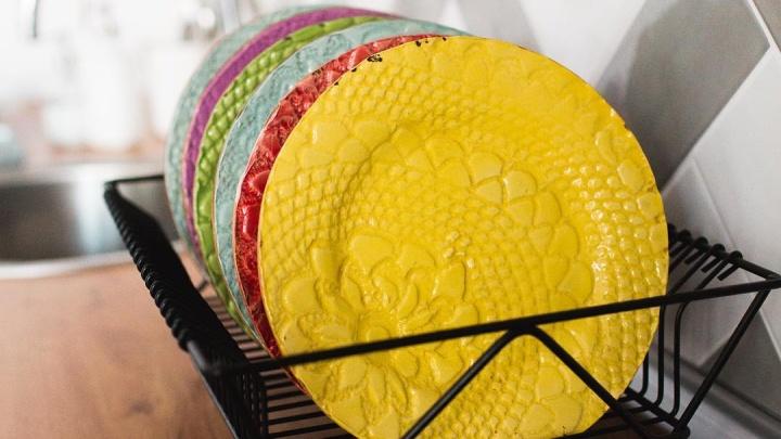 «Керамика капризна, как женщина»: тёплые тарелочки из Архангельска покоряют кухни Испании и Норвегии