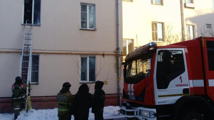 На пожаре в центре Челябинска спасли мать с грудничком и неходячую старушку