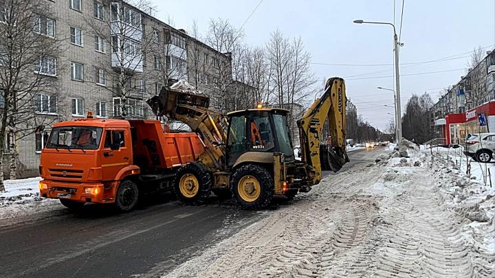 «Особое внимание — окраинам города»: с начала года с архангельских улиц вывезли 19 тысяч тонн снега