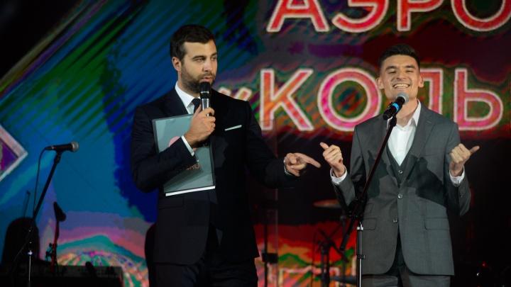 «Я в 6 утра пою гимн»: как шутил на сцене «Уральца» Ургант, что пел Меладзе и кто вручал статуэтки