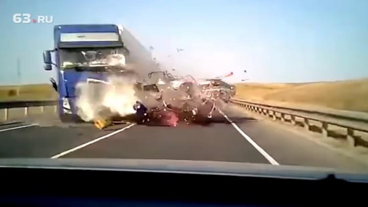 В Самаре ограничили свободу водителю минивэна, по вине которого погибли 5 человек