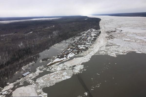 Аномально теплая погода стала причиной затопления дорог в Енисейском районе