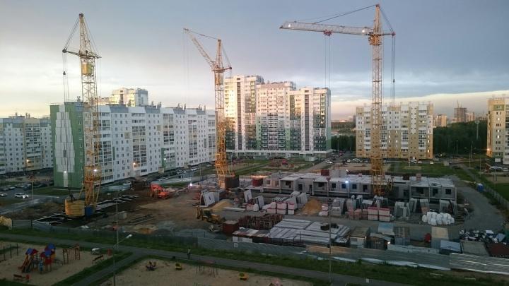 «Губернатор им не указ»: на стройплощадке в «Парковом-2» продолжают возведение высотки