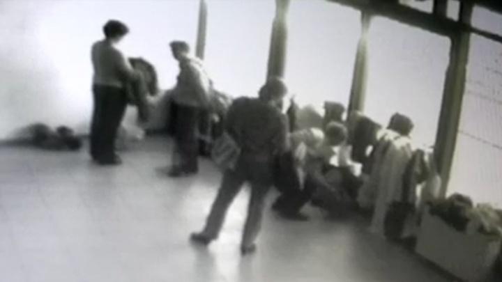 Полицейские ищут потерпевших, у которых бабушки унесли рюкзаки на Дне пенсионера в ДИВСе