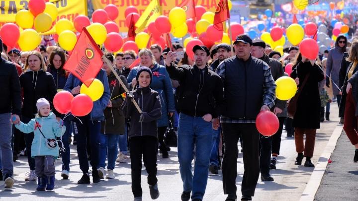 Счастливые лица людей труда и много шариков. Как Пермь отметила Первомай