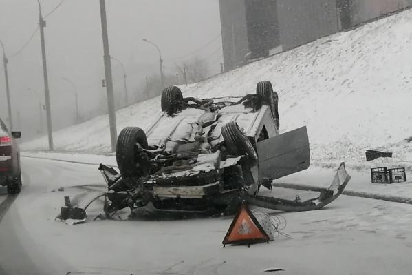 Автомобили массово попадают в аварии на дорогах города