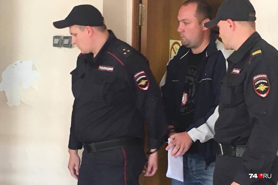 Михаила Шестерикова признали виновным в фальсификации доказательств и превышении полномочий, но освободили от наказания