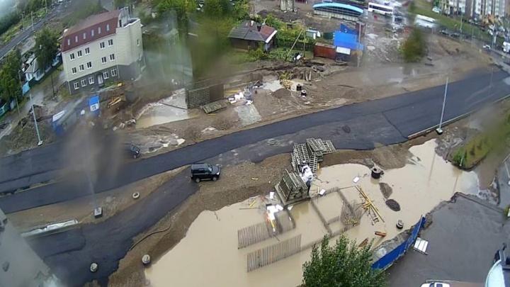 Строящийся подземный пешеходный переход на Копылова затопило из-за лопнувшей ливнёвки