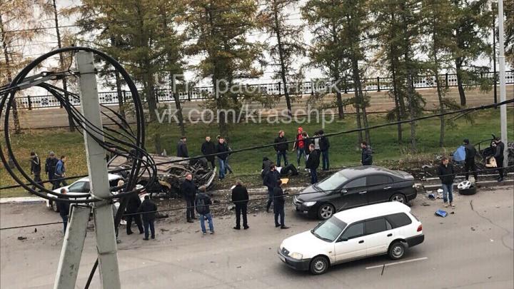 «БМВ» жестко разметала иномарки в аварии на «проклятом месте» по Дубровинского