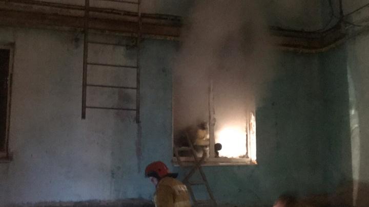 «В квартире был человек, он начал звать на помощь»: в Самаре из пожара спасли мужчину с ожогами