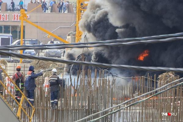 Пожар вспыхнул около 16:00 в понедельник, 8 апреля