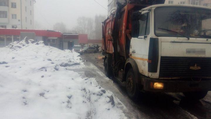 В Башкирии мусоровоз наехал на пенсионерку