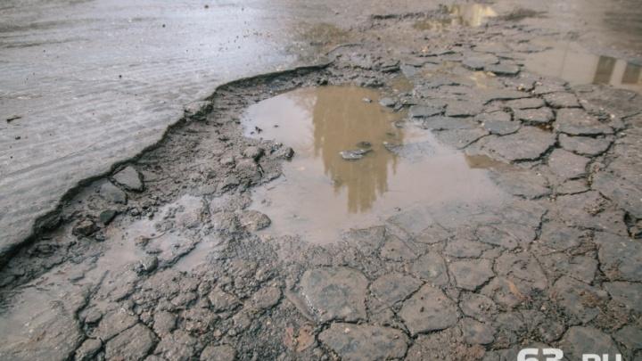 На трассе в Чапаевске образовались колеи глубиной до 7 сантиметров