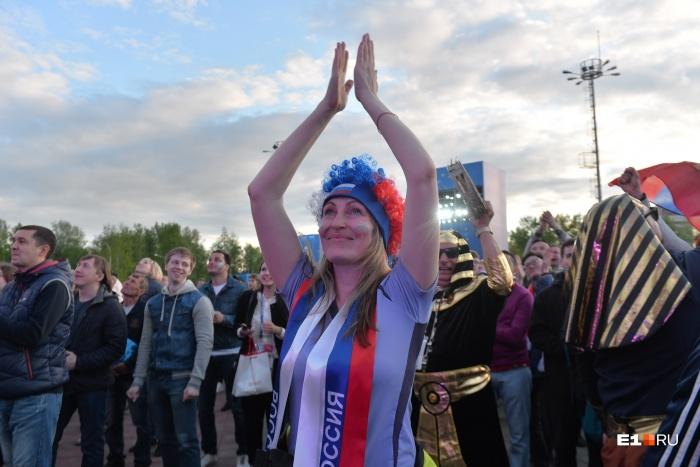 Многие фанаты полностью украсили себя символикой России