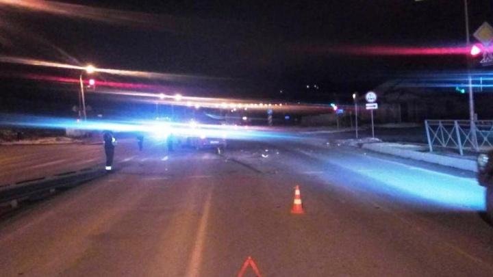 «Рено» врезался в стоящую на светофоре «Тойоту»: есть пострадавшие