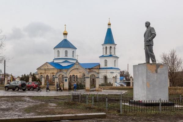 Массовое «обновление» икон коснулось и храм в селе Капустин Яр