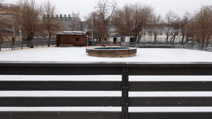 Во дворах, перекопанных парках и на парковках: смотрим карту всех катков Волгограда