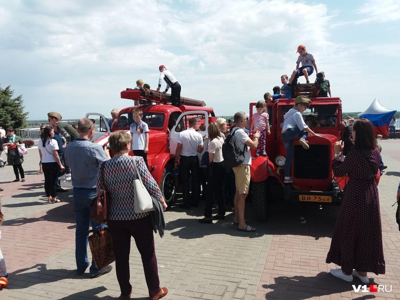 Старинные пожарные машины пользуются большой популярностью у детворы