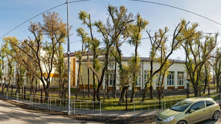 Тюменец потребовал переименовать гимназию в обычную школу. Что ему ответил департамент