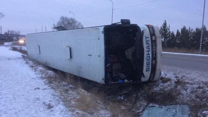 Под Белояркой в кювет улетел пассажирский автобус, который ехал из Казахстана