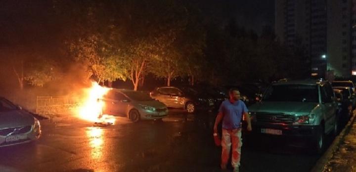 «Поджигатель выбрал именно его авто»: на Ботанике ночью сгорела KIA