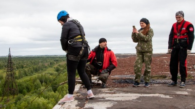 «Самое страшное — первый шаг»: архангельские экстремалы прыгают с крыш, чтобы побороть страх высоты