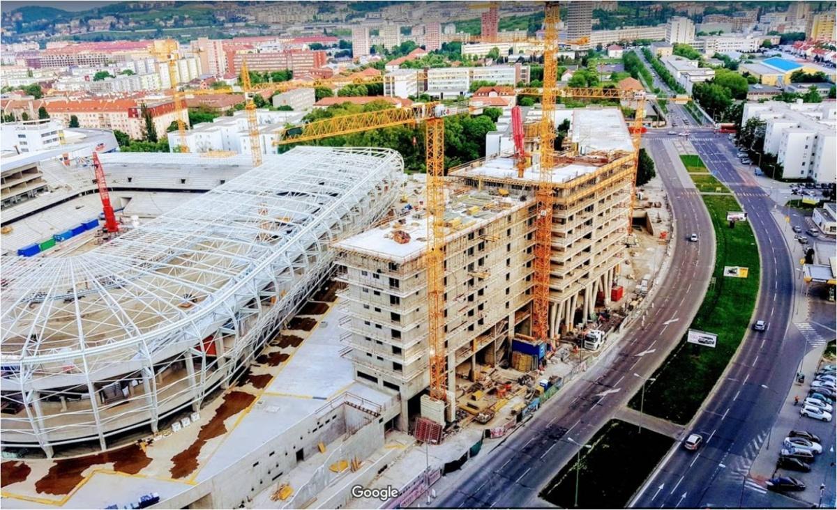 Строительство футбольного стадиона
