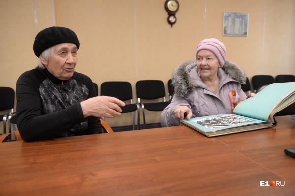 Людмила Михайловна Наговицына (слева) и Римма Ивановна Жеребцова (справа) — ветераны завода ЖБИ