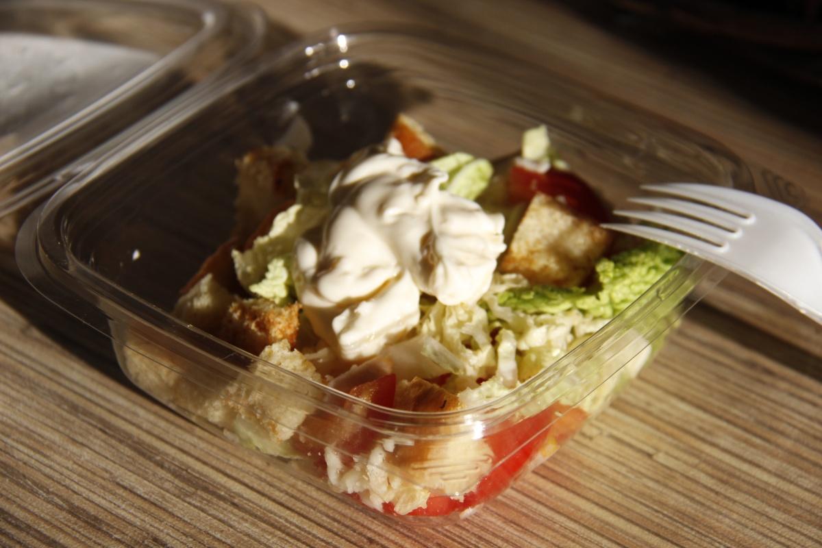 Упакованный салат цезарь за 71 рубль