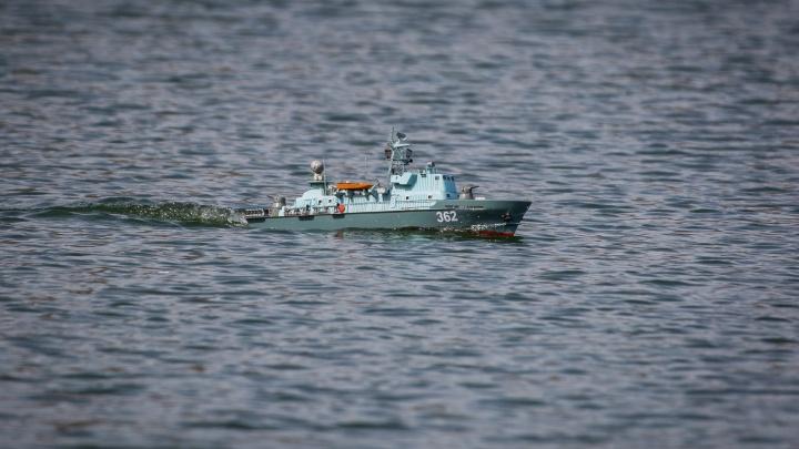 Фото: новосибирцы запустили в озеро Грёз десятки кораблей, которые строили по 5–10 лет