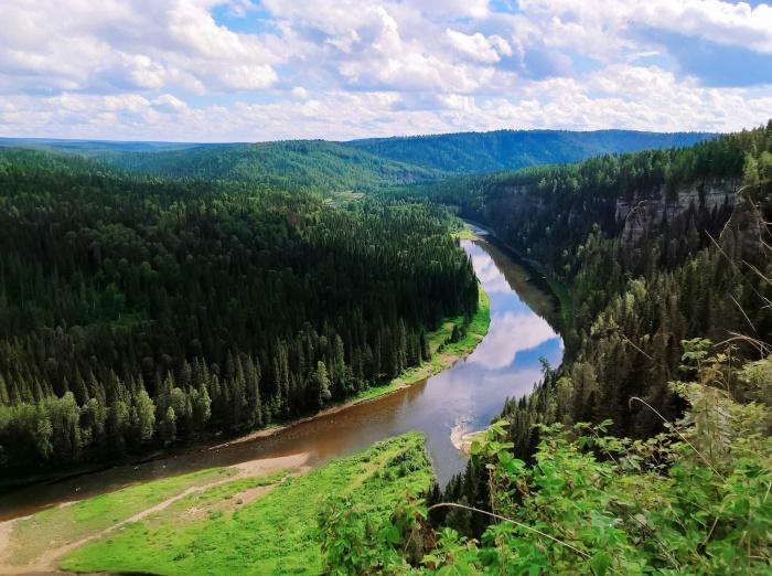 С Усьвинских столбов открывается потрясающий вид на уральские леса