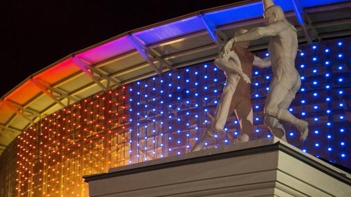 Центральный стадион тренируется сиять: цветовая гамма подсветки расширилась