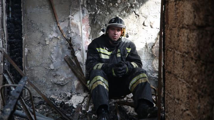 Мама владельца получила ожоги: в Волгограде сгорел цех переработки пластика у Мамаева кургана