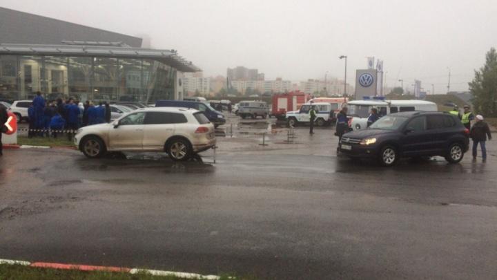В Уфе эвакуируют автосалон