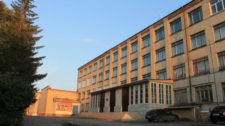 В Шадринске приставы опечатали столовую политехнического колледжа