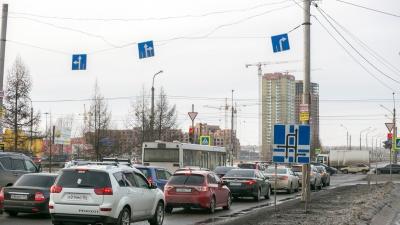«Опоры стали слишком ветхими»: с Комсомольского проспекта исчезли знаки «движение по полосам»