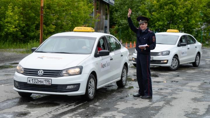 «За руль в 8 лет меня посадил папа»: в Екатеринбурге выбрали лучшего таксиста