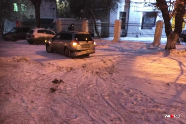 Авария произошла, когда водитель Nissan поворачивала со Свердловского проспекта на Комсомольский