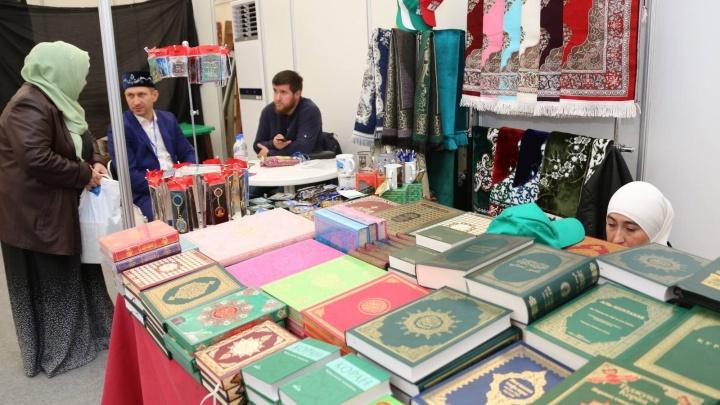 Коран и благовония: на площади Куйбышева стартовала выставка Всемирного дня Халяль