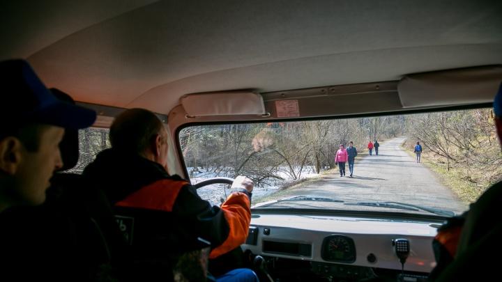 В теплый выходной двое туристов получили травмы на «Столбах»