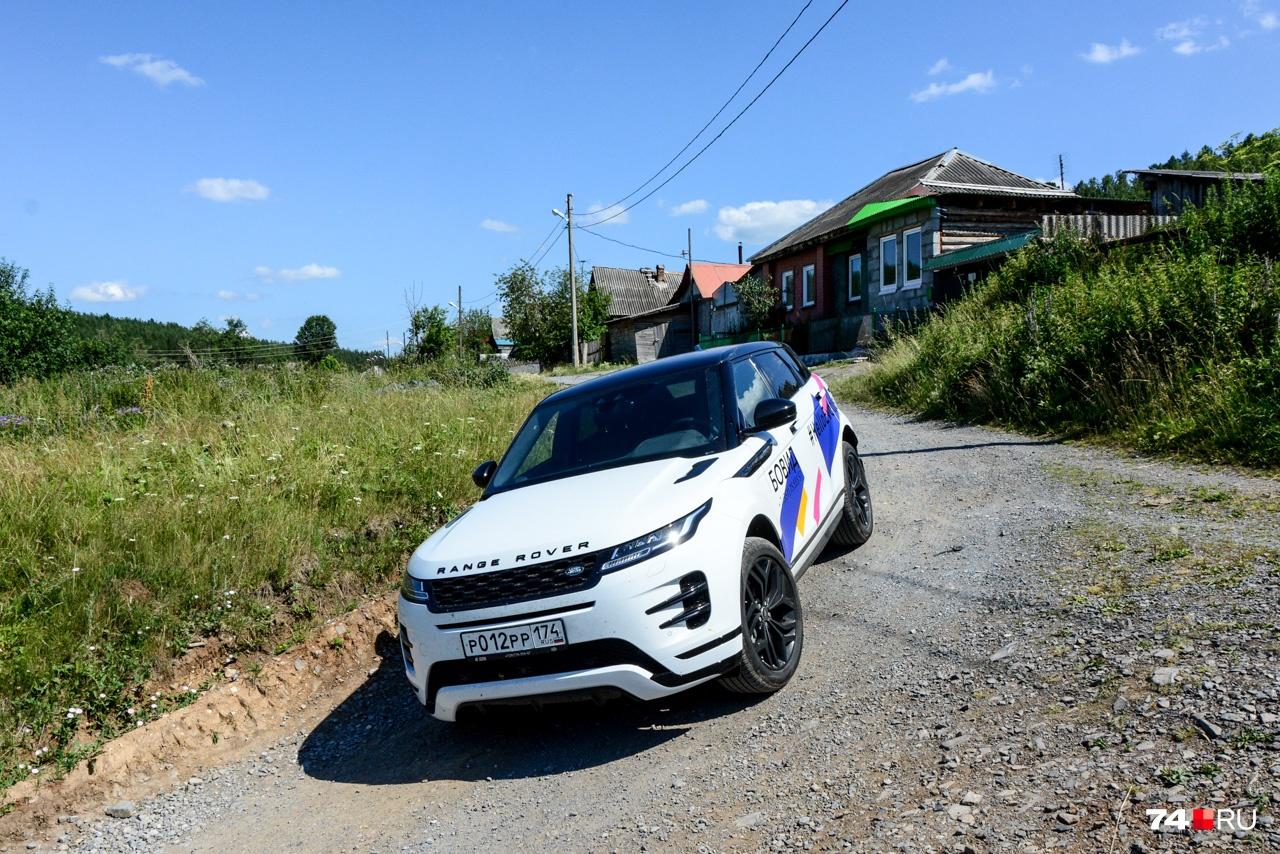 У автомобиля есть система Terrain Response 2, которая получила автоматический режим, и внедорожный круиз-контроль