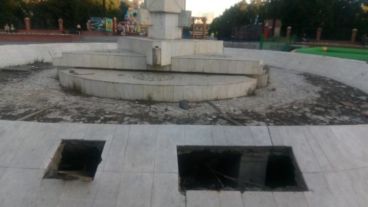 «Это очень приличные суммы»: главный фонтан района в Челябинске превратили в помойку