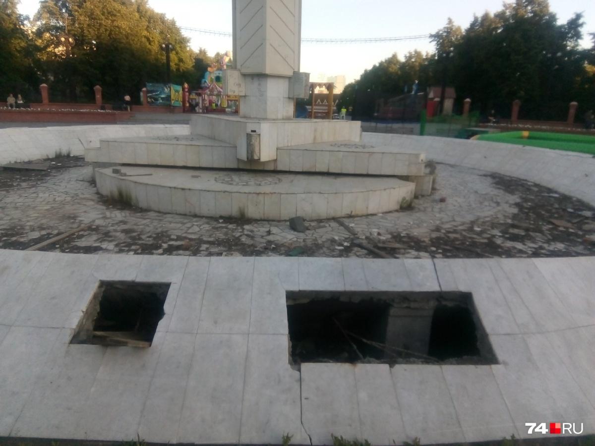 Так сейчас выглядит фонтан в центре Курчатовского района