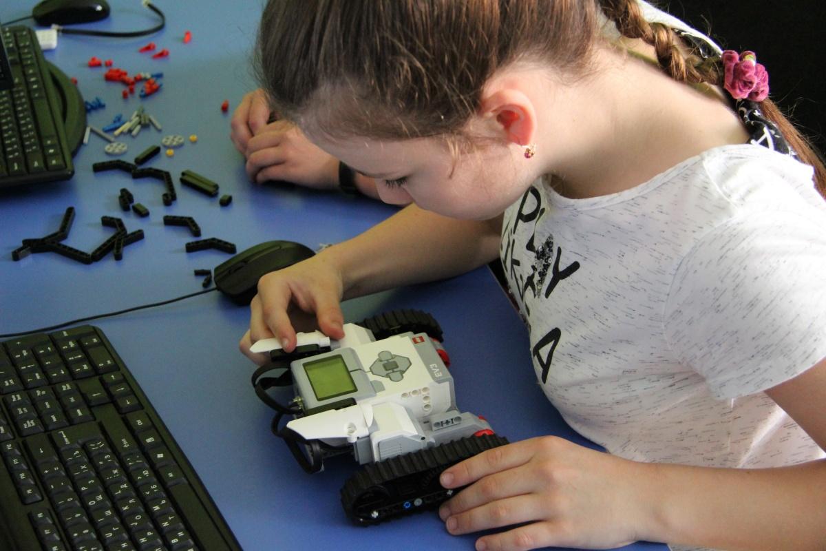 В рамках курса ребята научатся самостоятельно разрабатывать гаджеты и игры