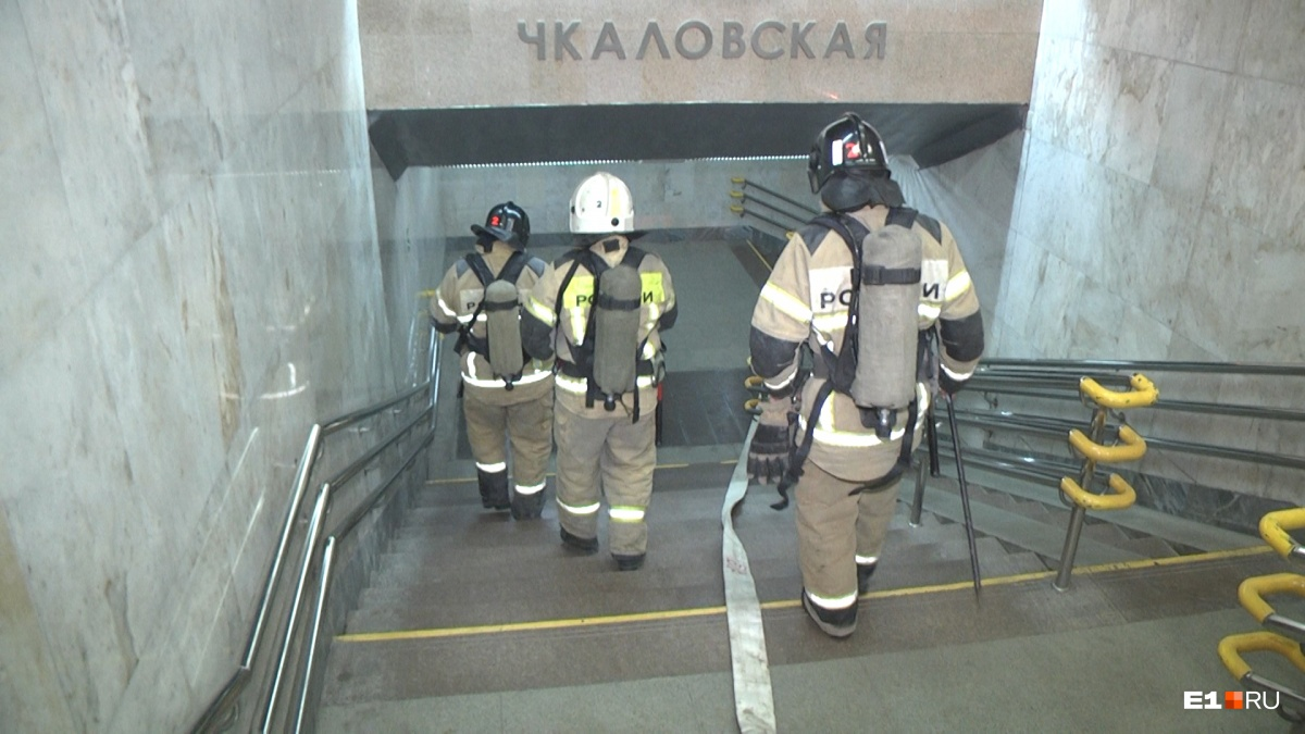 Спасатели спускались за «пассажирами», чтобы их эвакуировать