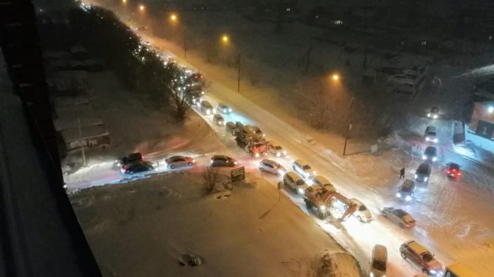 Всё, приехали: новосибирцы встретили утро понедельника в 10-балльных пробках